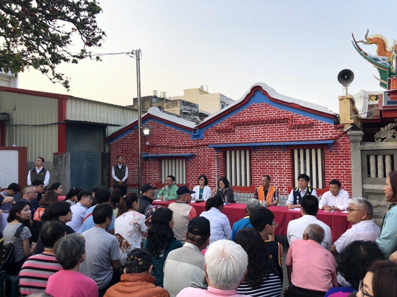 總統蔡英文今到雲林和青年座談並允諾為低薪族免稅,贏得年輕人認同。記者蔡維斌/攝影