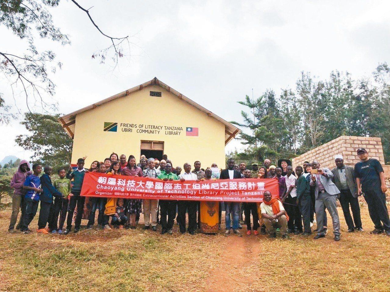 朝陽科大國際志工遠赴非洲坦尚尼亞服務,獲國際肯定。 圖/朝陽科大提供