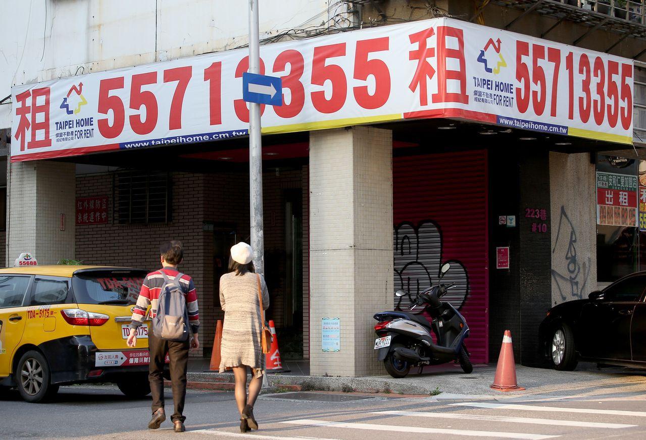 振興商圈該開什麼處方?台北市長柯文哲祭出空屋稅這帖藥方。記者余承翰/攝影