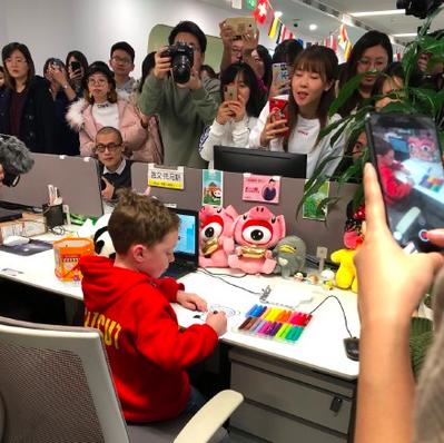 加文受邀至新浪微博「上班」。 圖/取自新浪微博