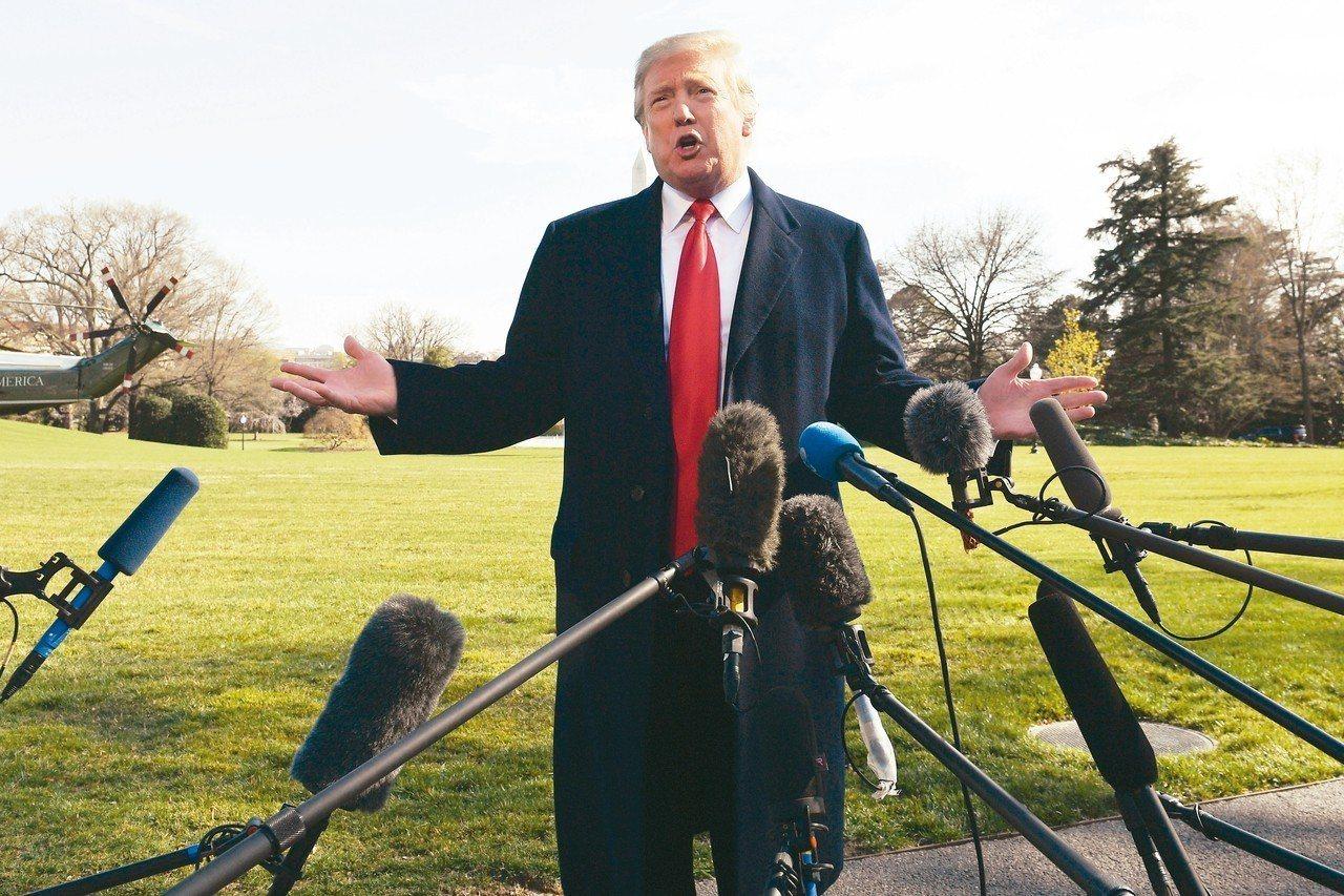 美國總統川普為了拚連任,5日再次要求聯準會降息,甚至呼籲再實施量化寬鬆政策,購入...