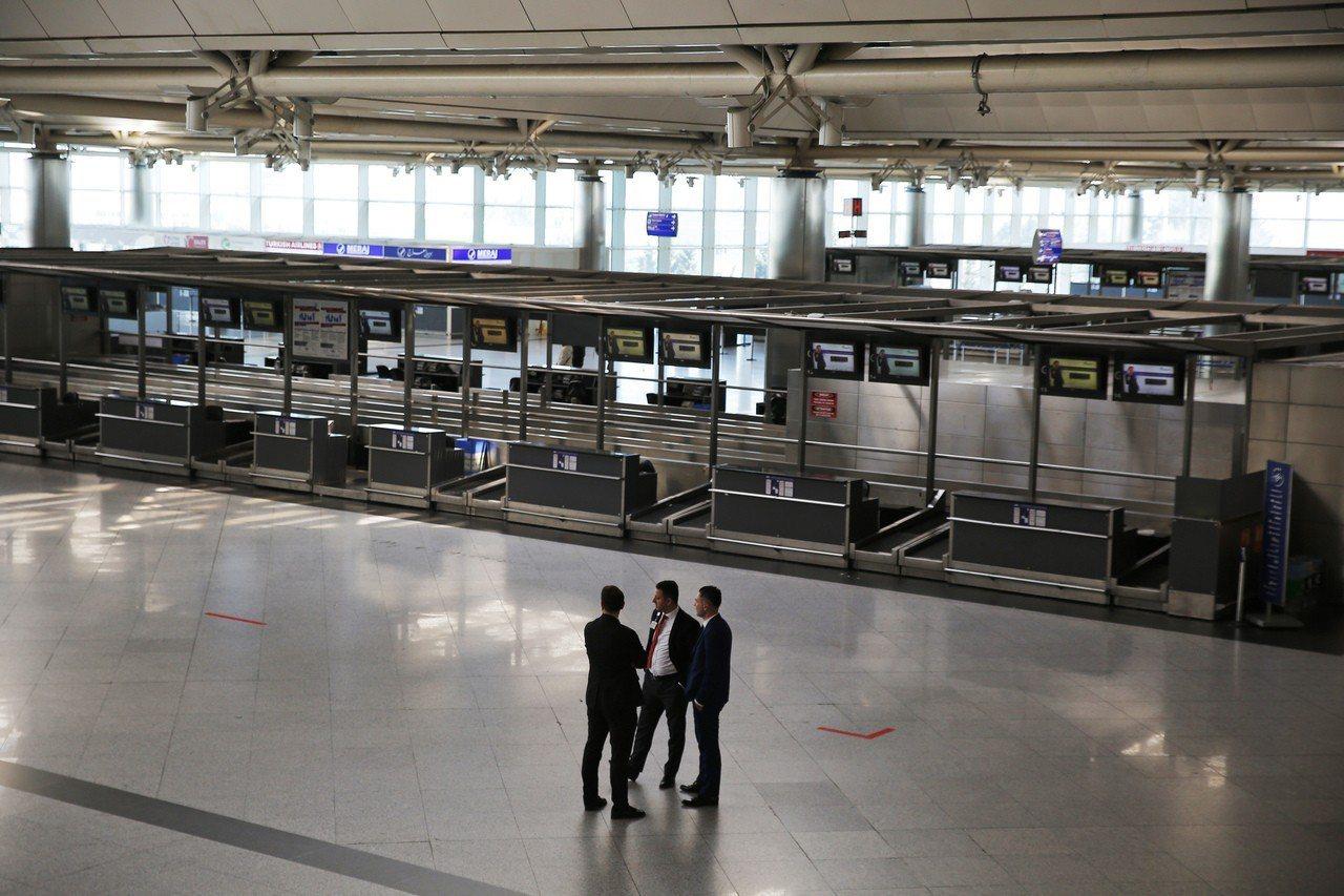 阿塔圖克機場今起不再提供商業飛航服務,將轉型提供貨運功能和VIP客機起降。圖為登...