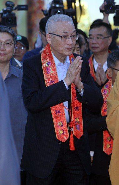 圖為國民黨主席吳敦義至高雄阿蓮參加光德寺浴佛點燈大典。記者劉學聖/攝影