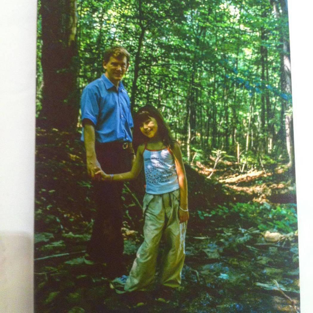 昆凌童年與父親的合照。 圖/擷自昆凌IG