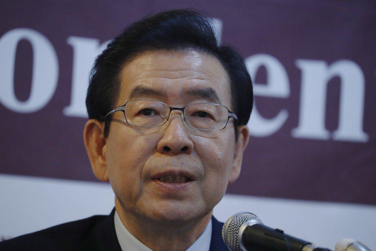 首爾市長朴元淳(如圖)5日收到中國廣東省省長馬興瑞致贈的肖像畫,但畫中主角是朴元...
