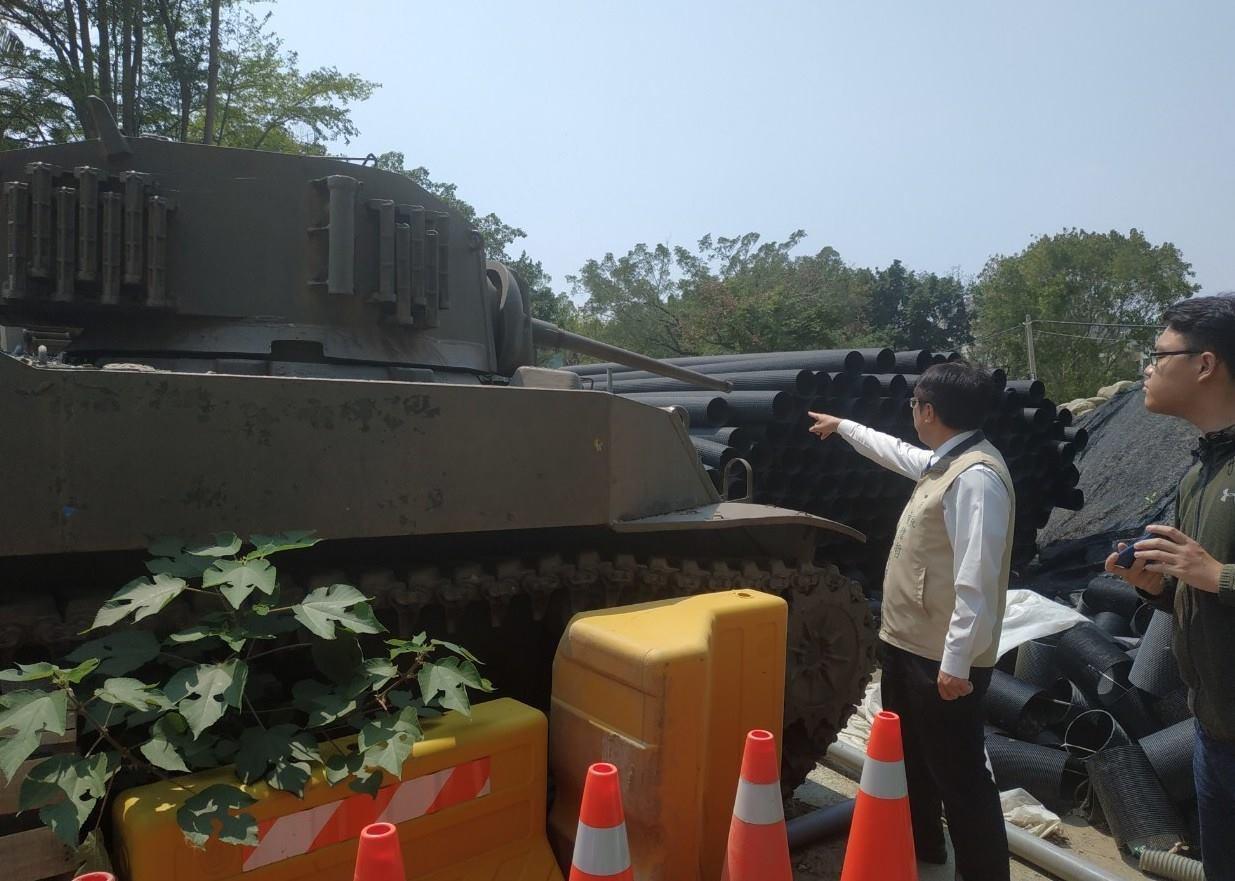 台南市長黃偉哲承諾對南區體育公園的2戰車做修復展示。圖/擷取自黃偉哲臉書