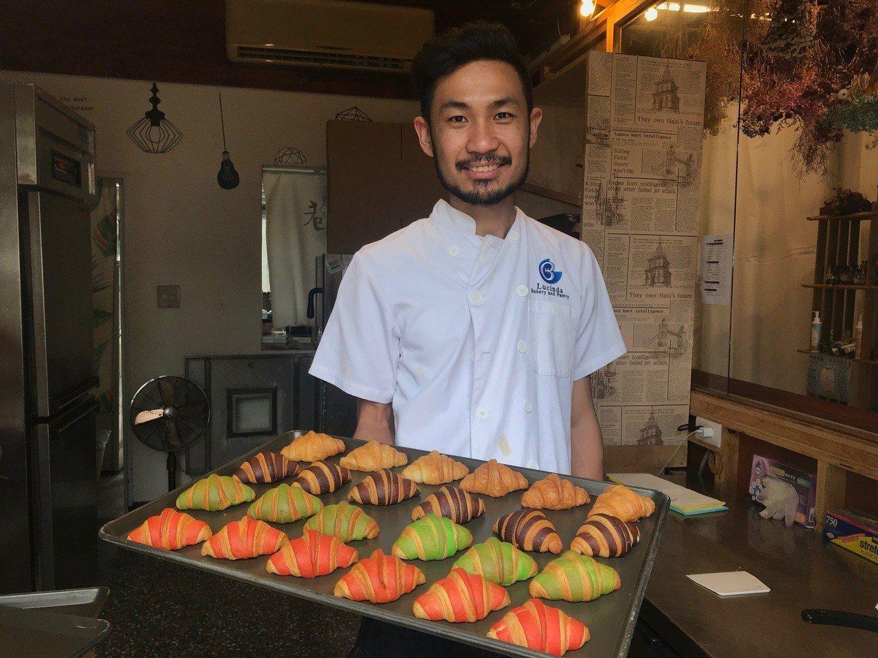 新加坡青年楊政傑在台創業,他在光復新村開設畢卡樂現烤可頌,除了雙色口味,還有獨特...