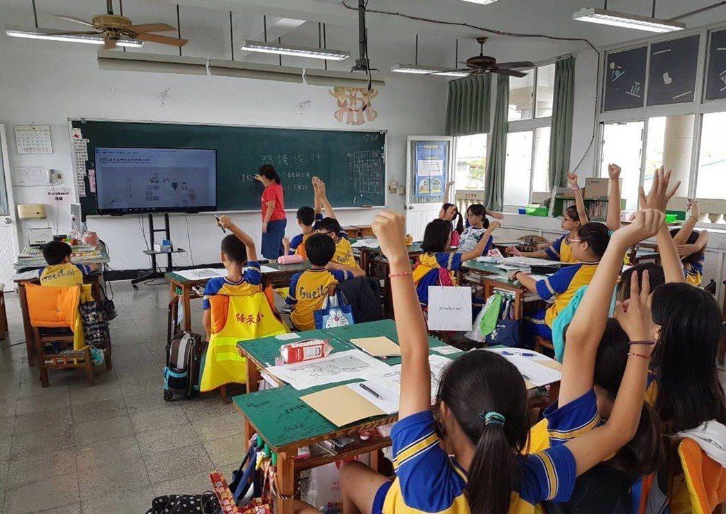 歸來國小六年級學生自助旅行,都靠開會共識決定。歸來國小老師陳明蓁提供