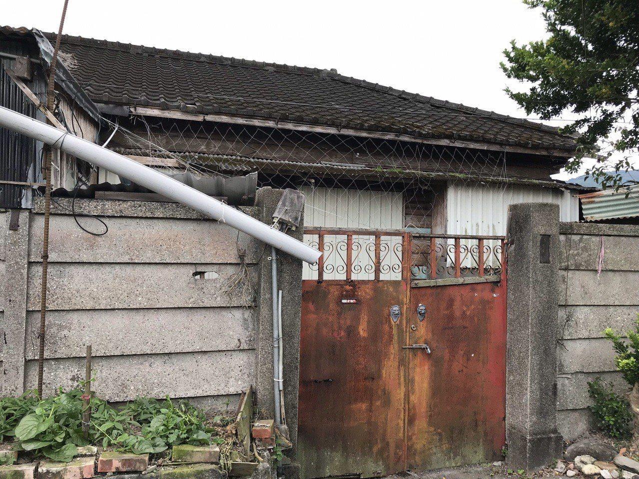 花蓮玉里火車站南側的日式鐵道宿舍聚落群,部分房舍仍保有日式屋瓦和原味。記者王燕華...
