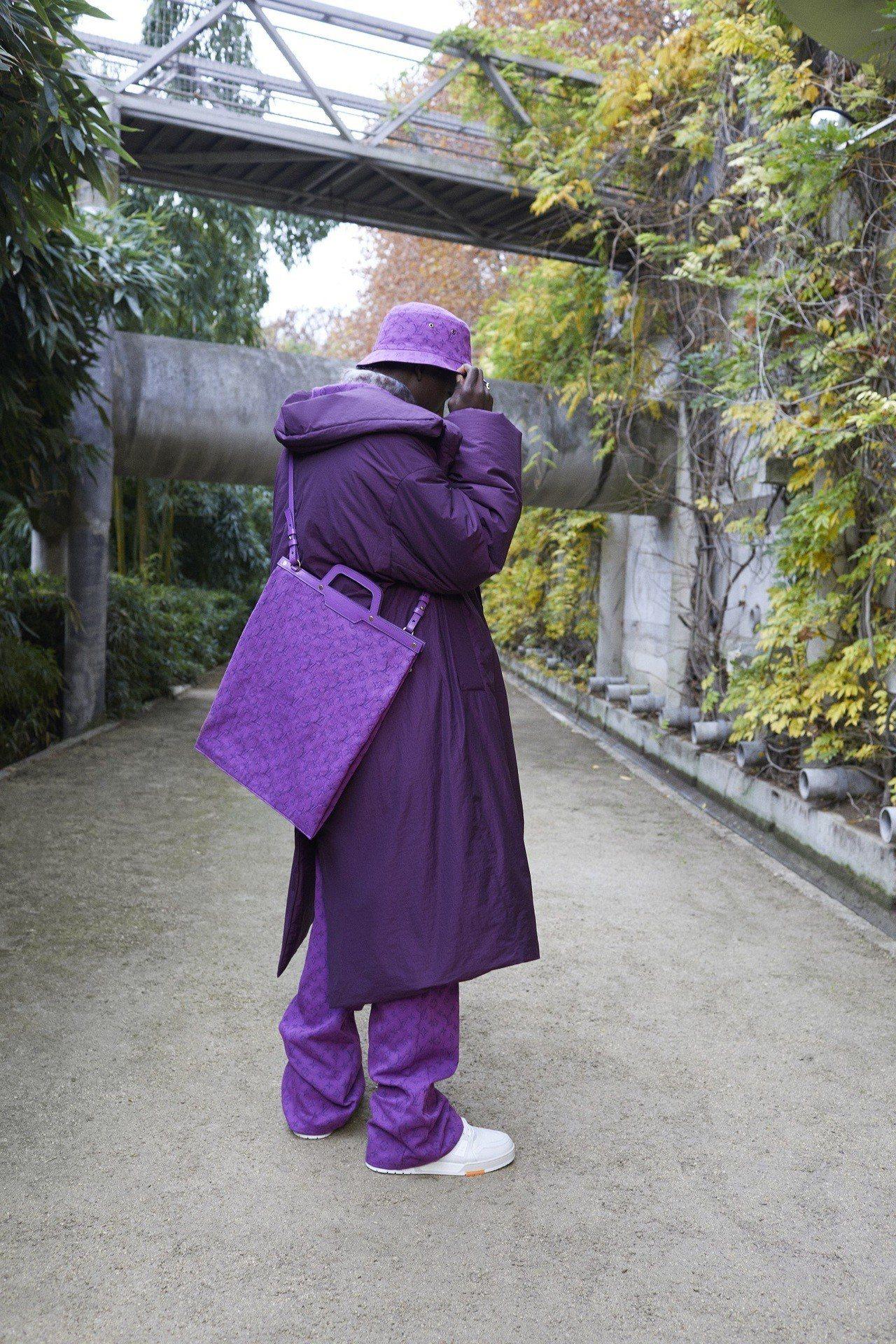 2019早秋男裝出現別緻而醒目的紫色。圖/LV提供