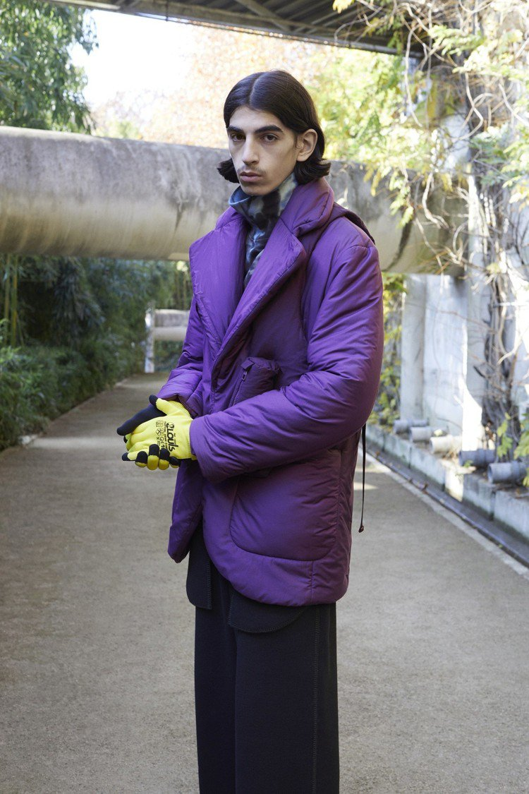 赭黃與紫色是早秋男裝的搶眼色彩。圖/LV提供
