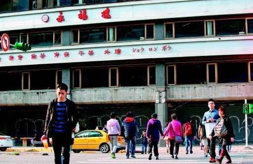 台北東區房租高漲,造成不少知名老店、連鎖業者棄守東區店面。記者余承翰/攝...