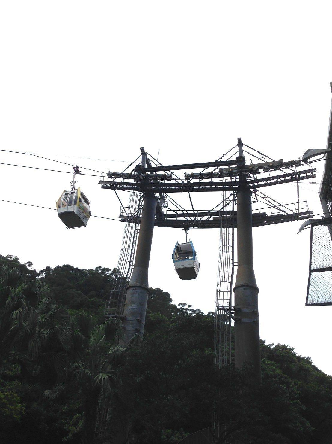 貓空纜車系統異常,暫停營運。圖/讀者提供