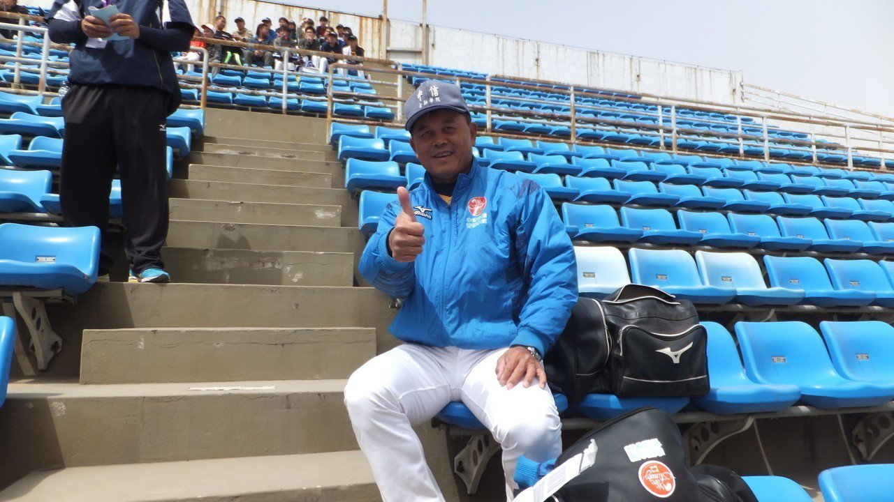 中信金融管理學院棒球隊總教練曾智偵,過去在統一獅隊打到45歲才退休。記者藍宗標/...