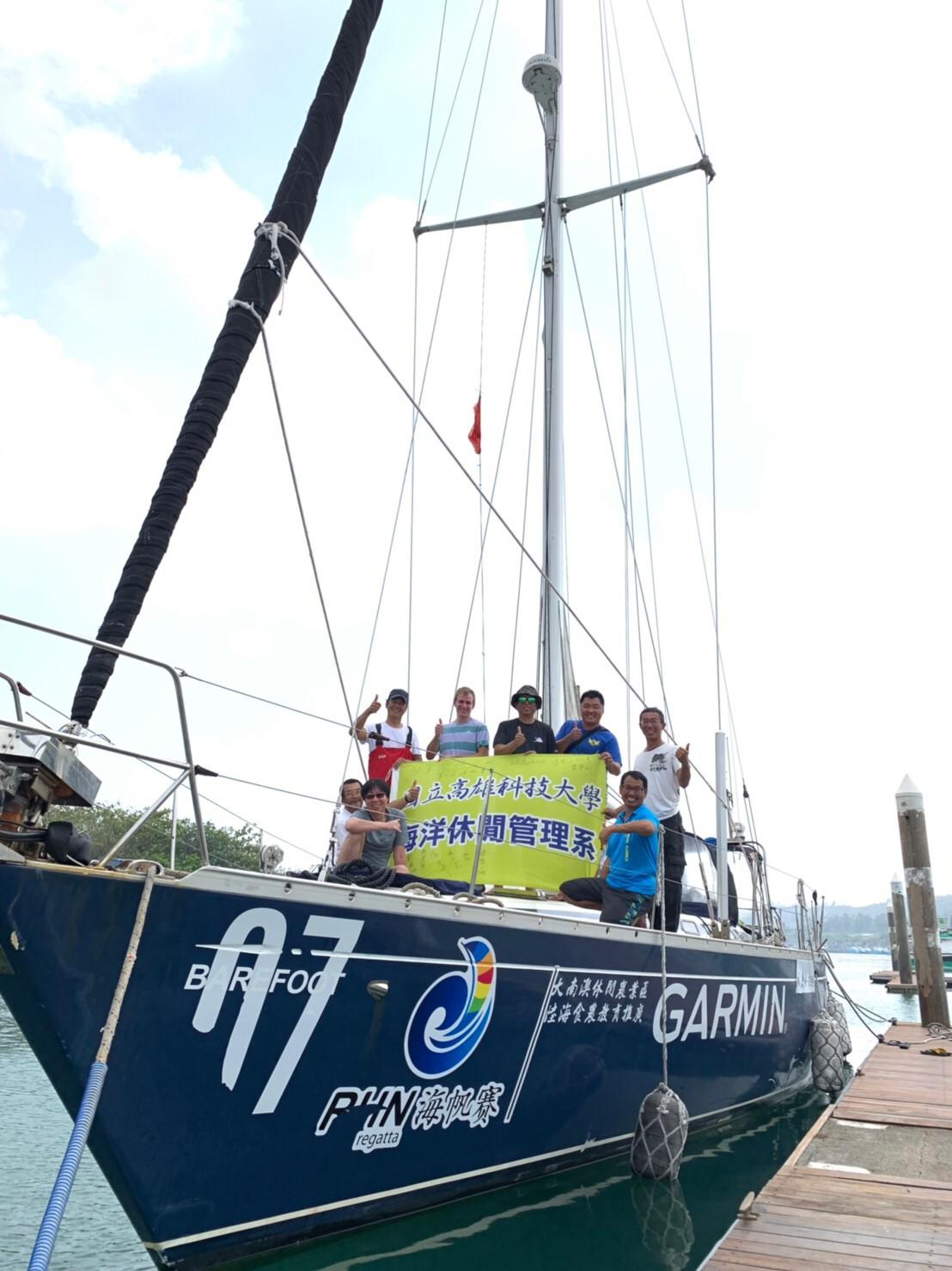「風和水航海會隊」以光腳號帆船,參加環海南島國際大帆船賽。圖/楊泰嶽提供