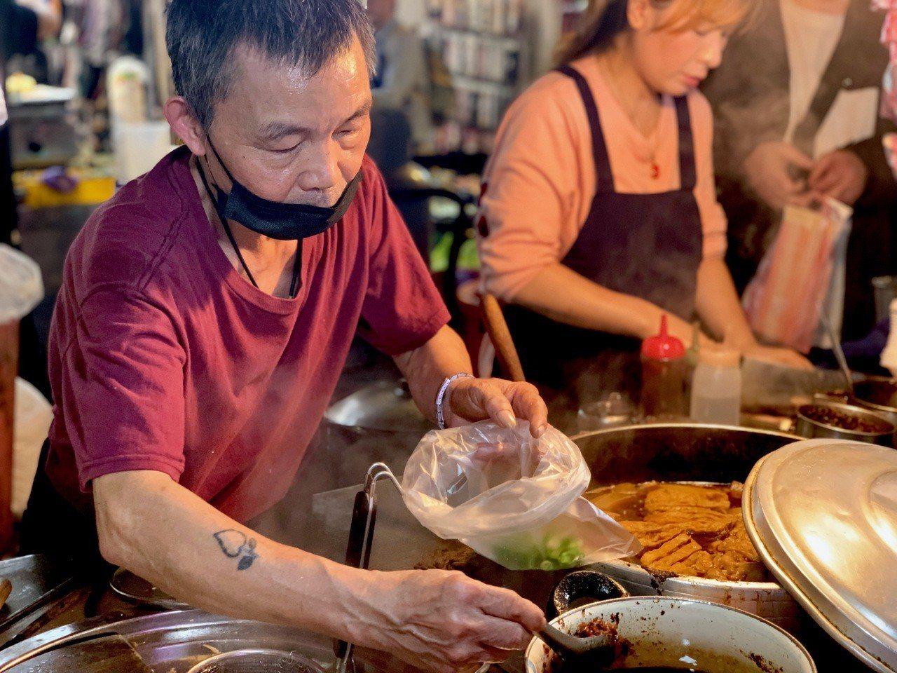 「紅燒牛肉麵牛雜湯」老闆黃正良。記者張芳瑜/攝影