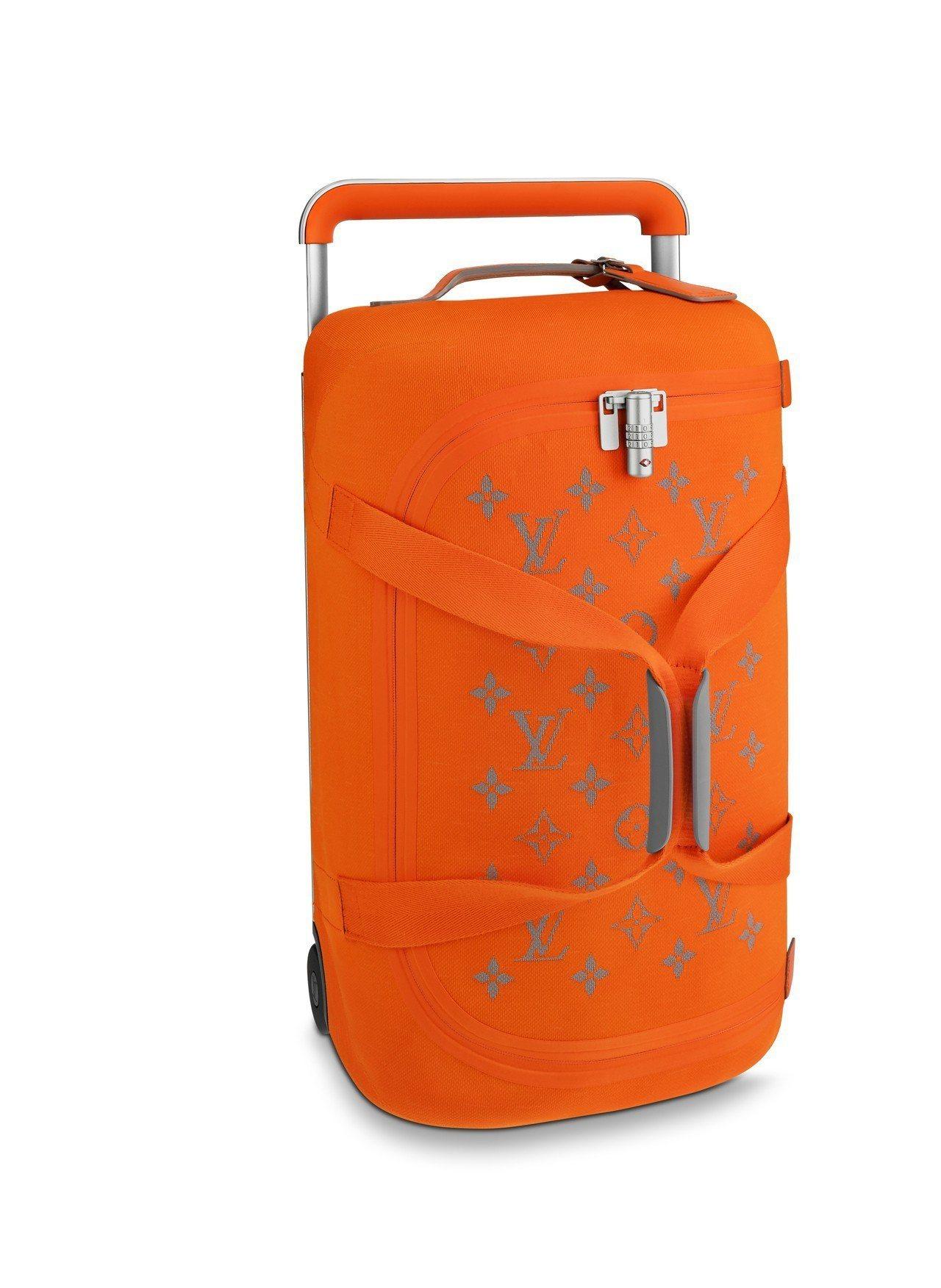 圓筒行李袋,售價94,000元。圖/LV提供