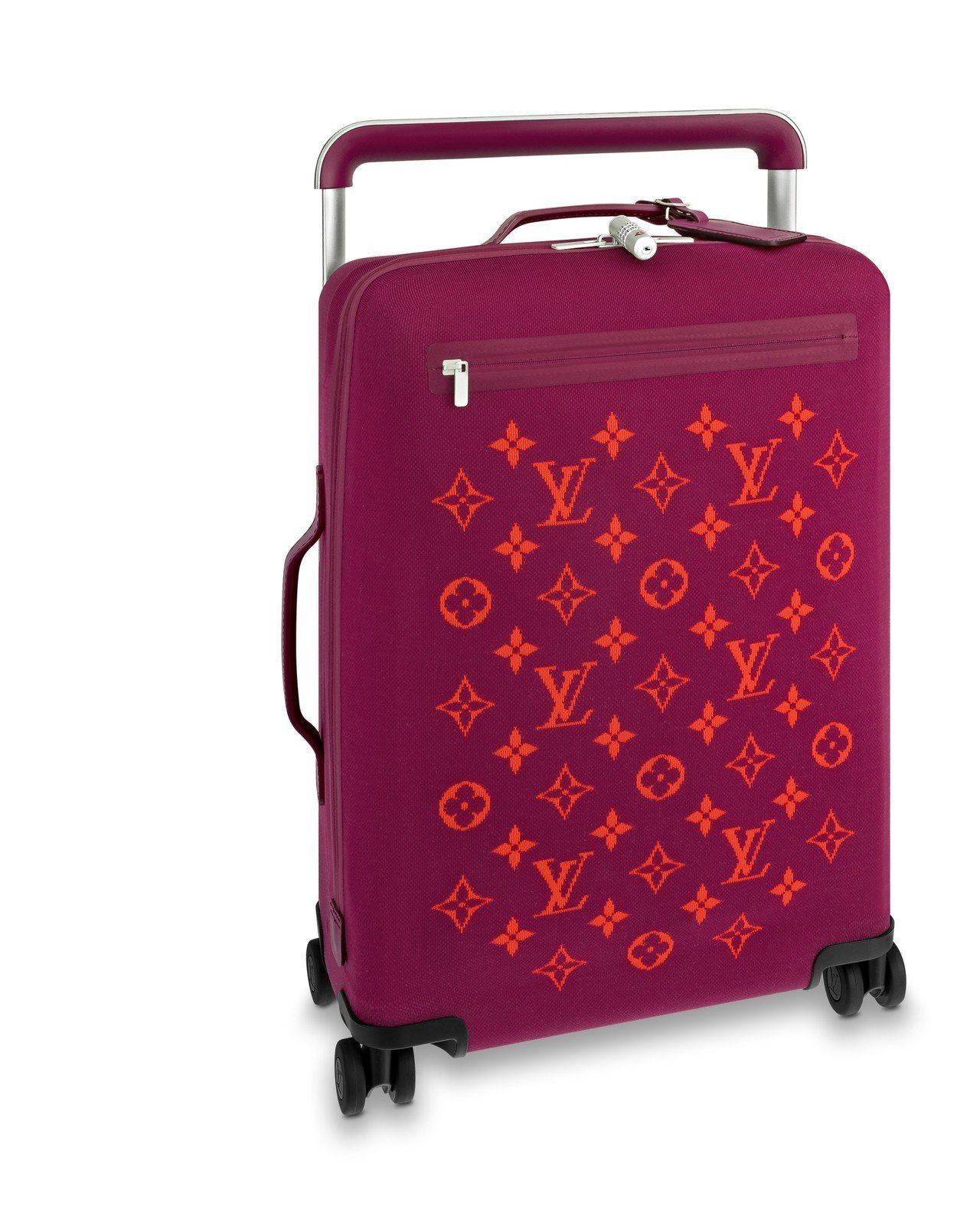 紫紅色四輪針織軟質行李箱,售價94,000元。圖/LV提供