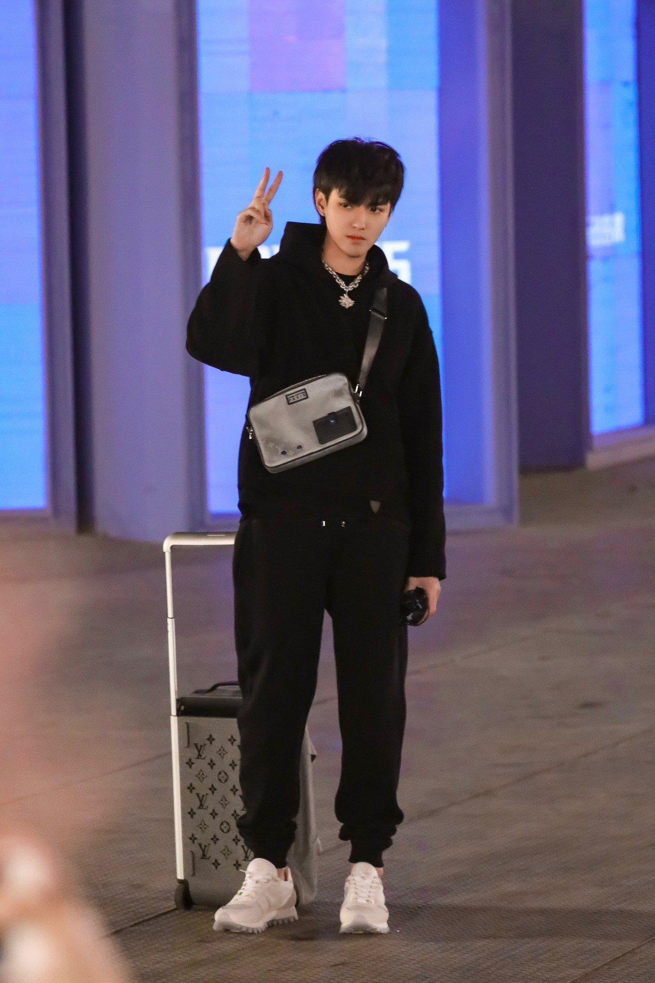 演繹Horizon Soft行李箱的吳亦凡,也是該系列影片形象代言人。圖/LV提...