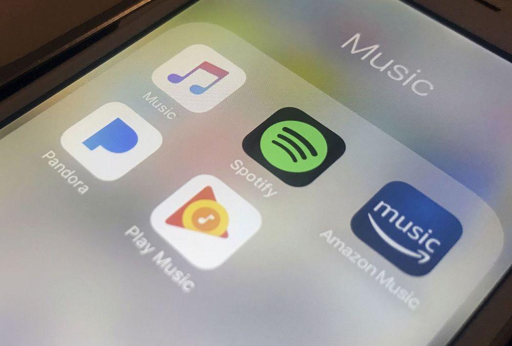 串流音樂市場競爭激烈,目前似已形成Apple Music(左上)與 Spotif...