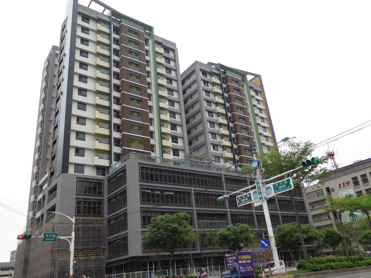 桃園市首間社會住宅中路2號即將完工,已有10戶服務性入住計畫獲選者確定可免抽籤入...