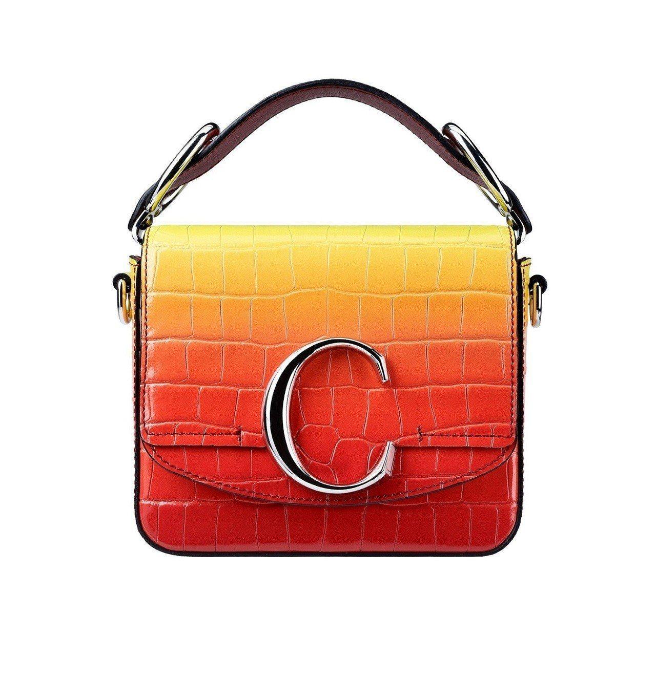 辛芷蕾選用的漸層夕陽色肩背手提兩用包迷你款,售價52,500元。圖/Chloé...