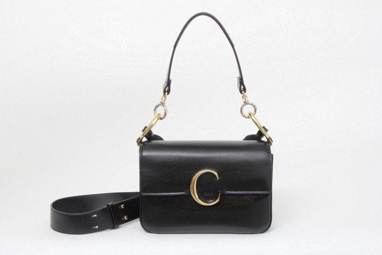 劉雯款黑色肩背手提兩用包,售價56,500元。圖/Chloé提供