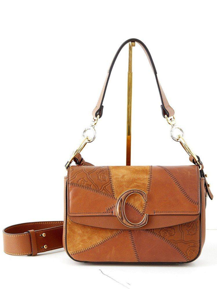 焦糖色拼接肩背手提兩用包,售價68,700元。圖/Chloé提供
