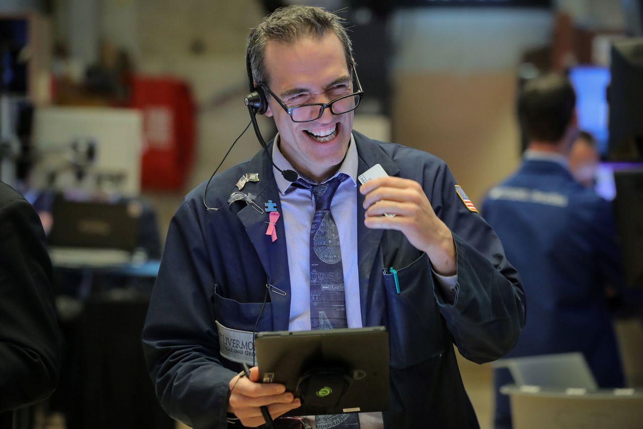 一周下來,美股三大指數漲幅至少1.9%,且收在六個月來最高水準。路透