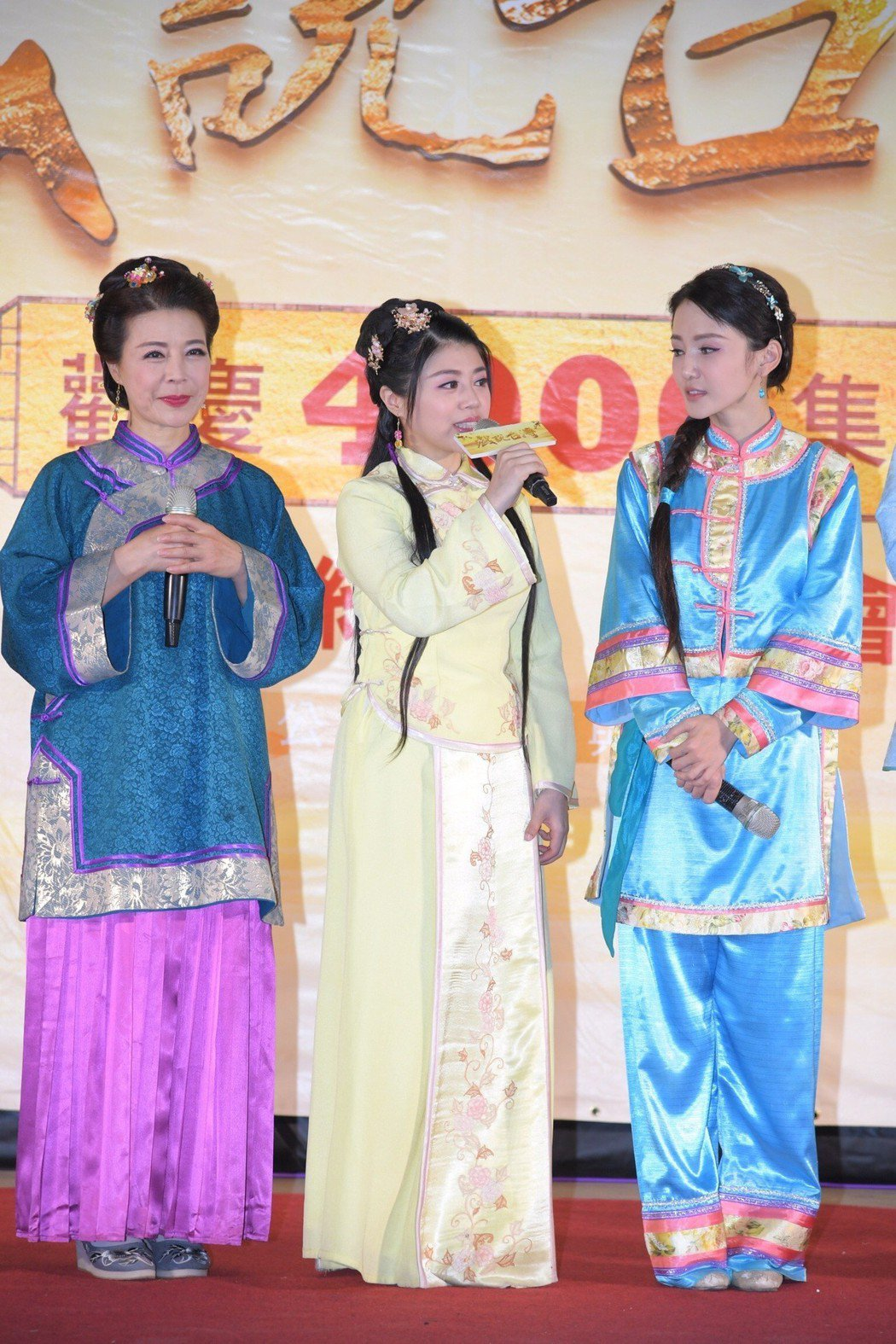 安迪老婆阿娥(左)與女兒林吟蔚和陳子玄合作「戲說台灣」 圖/三立提供