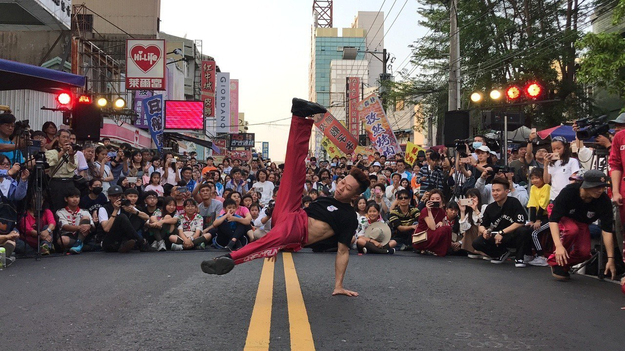 2019嘉義藝術節大玩街頭藝術,今天以「街頭舞霸」為主題展開一系列舞團Battl...