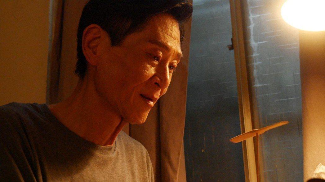 喜翔演出「失父招領」飾演一名離家30年的父親。圖/華視提供