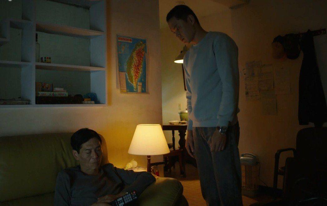 黃鐙輝(右)、喜翔演出「失父招領」,父子關係比陌生人。圖/華視提供