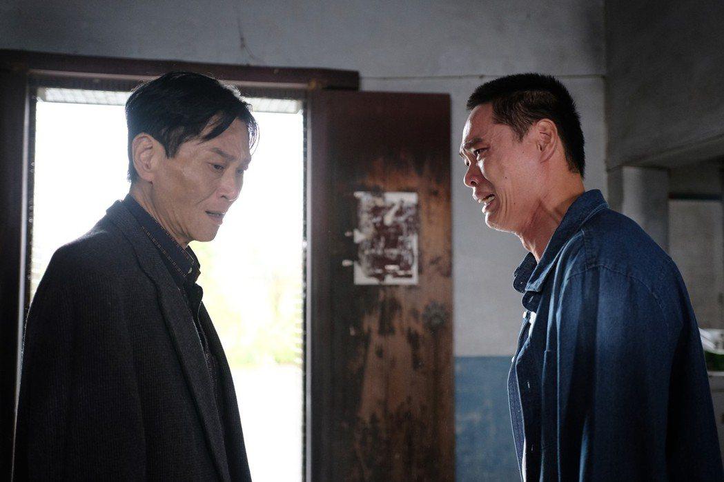 黃鐙輝(右)、喜翔在「失父招領」父子關係衝突不斷。圖/華視提供
