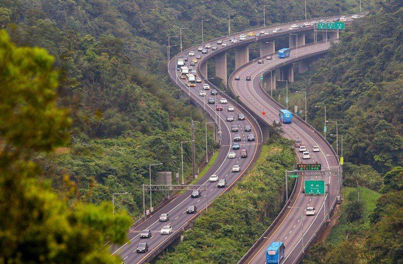 高公局預估,明天國道交通量為114百萬車公里,為年平均平日87百萬車公里的1.3倍。 聯合報系資料照/記者王騰毅攝影