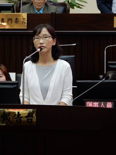 台南市新聞處長劉怡伶上周首次上議會備詢台,剛好遇到地震。 圖/劉怡伶提供
