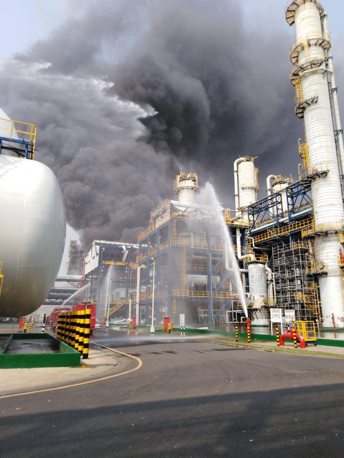 台塑麥寮六輕廠區台化芳香烴三廠今天發生氣爆,所幸無人員傷亡。 圖/縣府提供