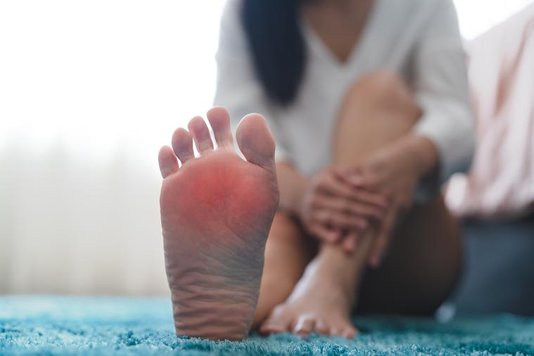 民眾經常將蹠痛、雞眼、疣三者搞混,雖然症狀都是角質異常增生,會造成腳底不舒服,但...