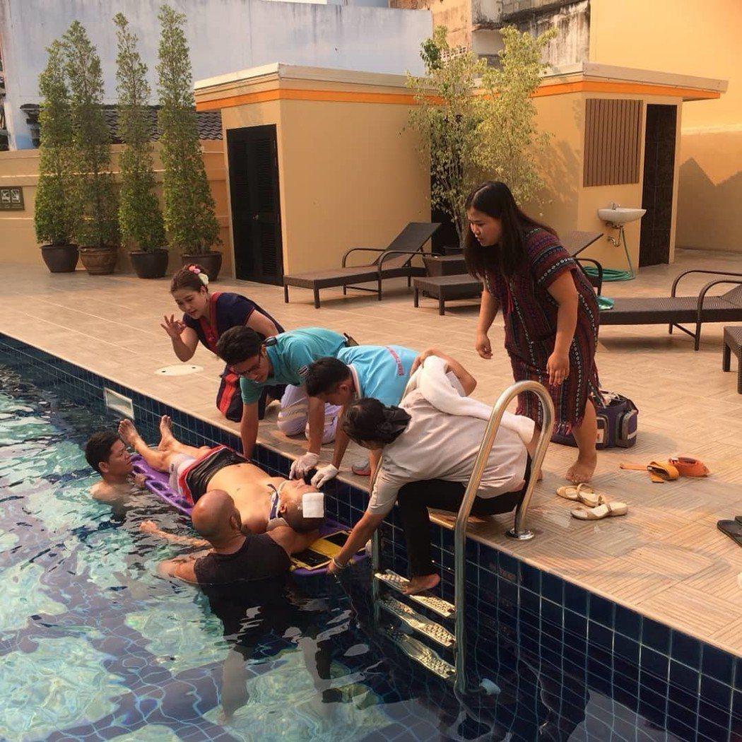 KK在泰國飯店跳水發生意外。 圖/擷自KK IG