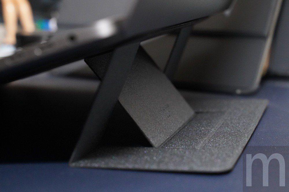 25°使用角度,適合長時間觀看影片,或是將筆電當做桌機使用情況