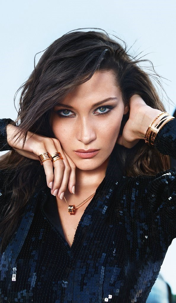 傳奇攝影師Mario Sorrenti操刀,Bella Hadid演繹的全新B....