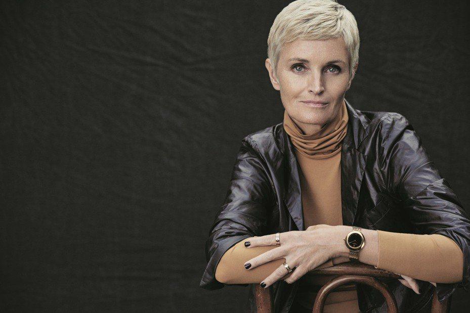 室內設計師Charlotte de Tonnac演繹Chaumet全新Boléro系列腕表及珠寶。圖/Chaumet提供