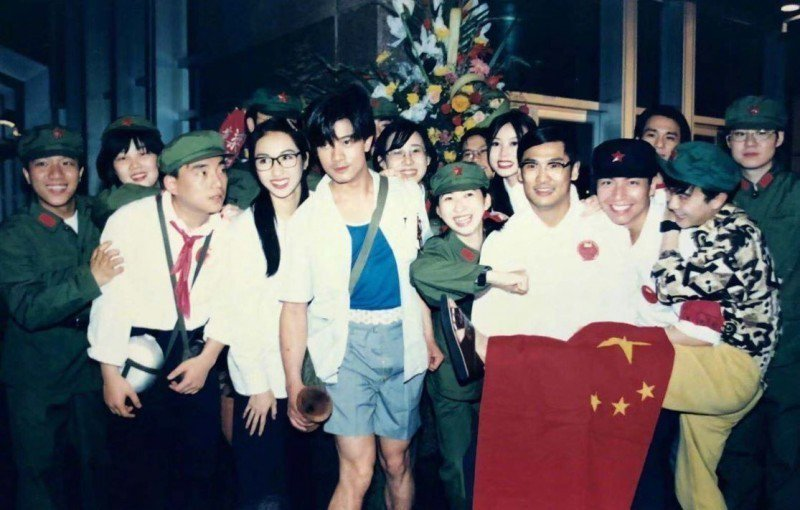 黎姿秀出25年前舊照,身旁赫見郭富城。圖/摘自微博