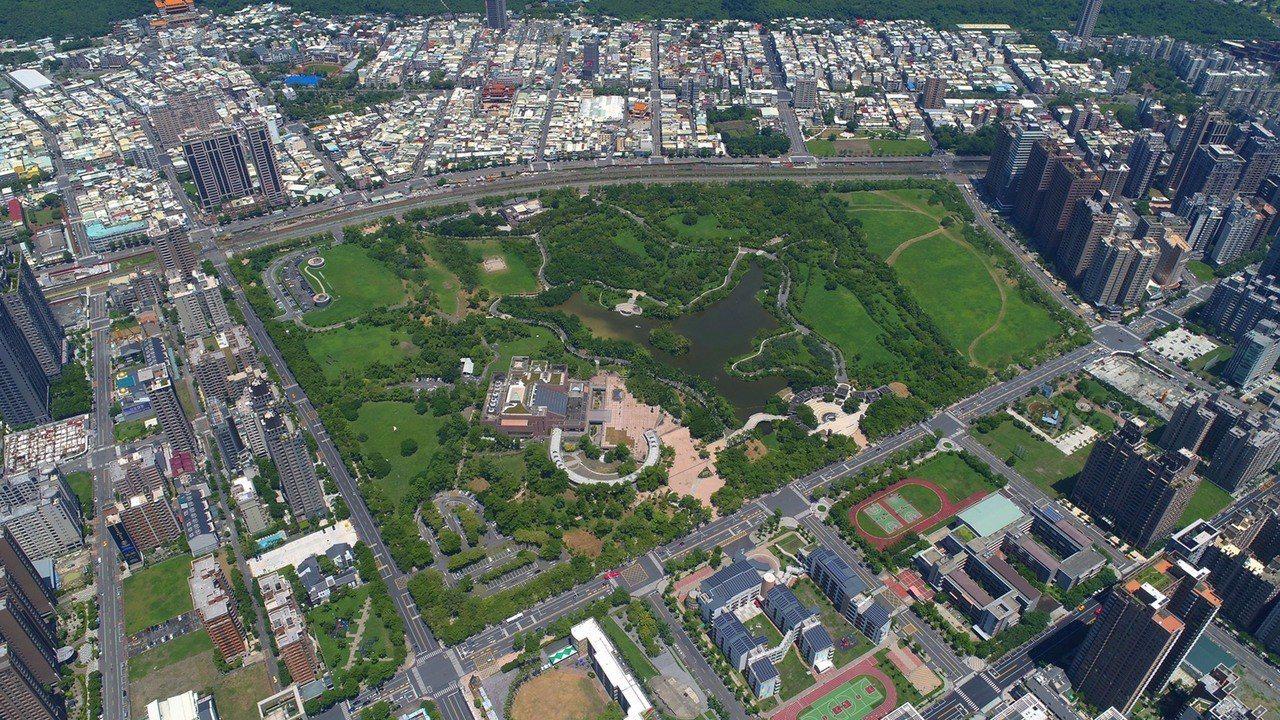 高雄市立美術館位於內惟埤文化園區,該園區共40頃,圖為鳥瞰圖。圖/高美館提供
