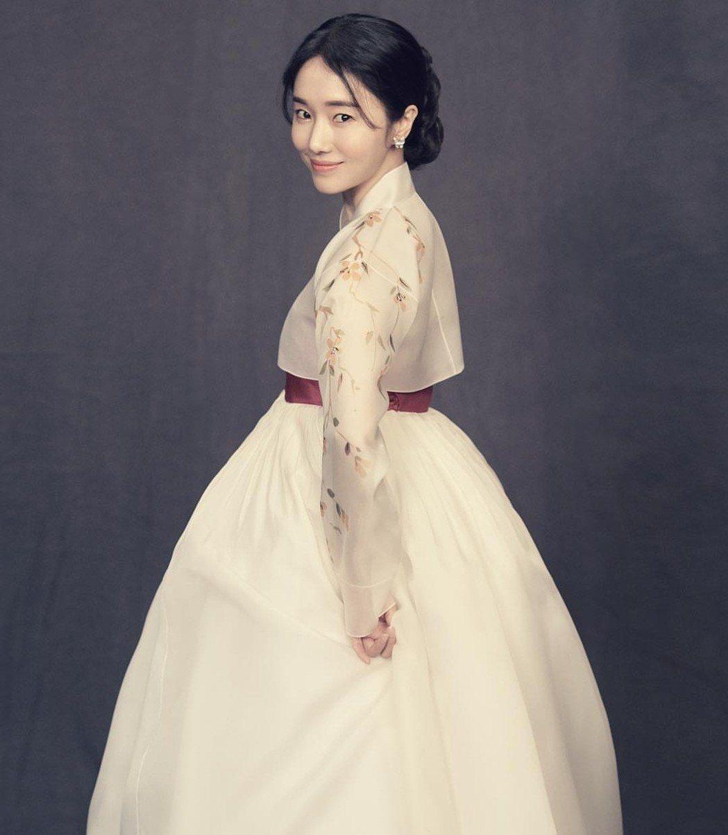 李貞賢婚紗照令人驚艷。圖/摘自IG