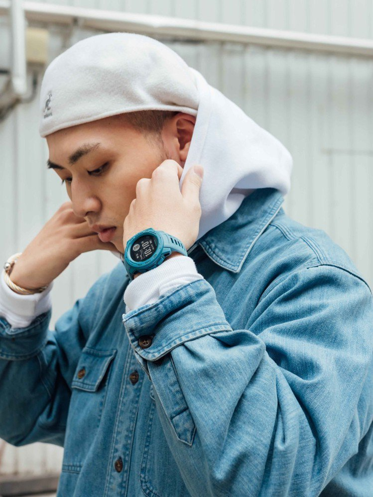 全新Garmin Instinct GPS腕錶,潮玩軍風配色,顛覆智慧表傳統形象...