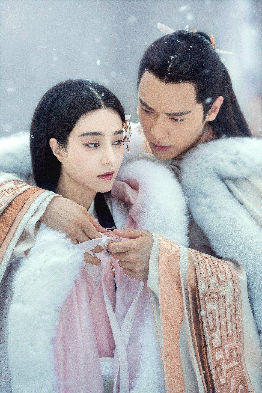 范冰冰(左)、高雲翔主演的「巴清傳」無法播映。圖/摘自微博