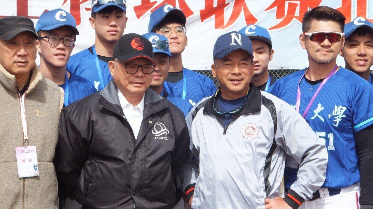彭誠浩(左二)。 報系資料照
