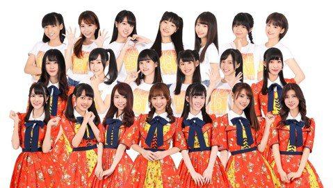 女團「AKB48 Team TP」趁著連假盡情直播,和粉絲互動拉近距離, 隊長詩雅表示每回只會拍攝上半身,結果有次直播情緒太激動讓「下半身」曝光,被粉絲們發現穿著睡褲直播,當下覺得糗翻天。不只她有出...