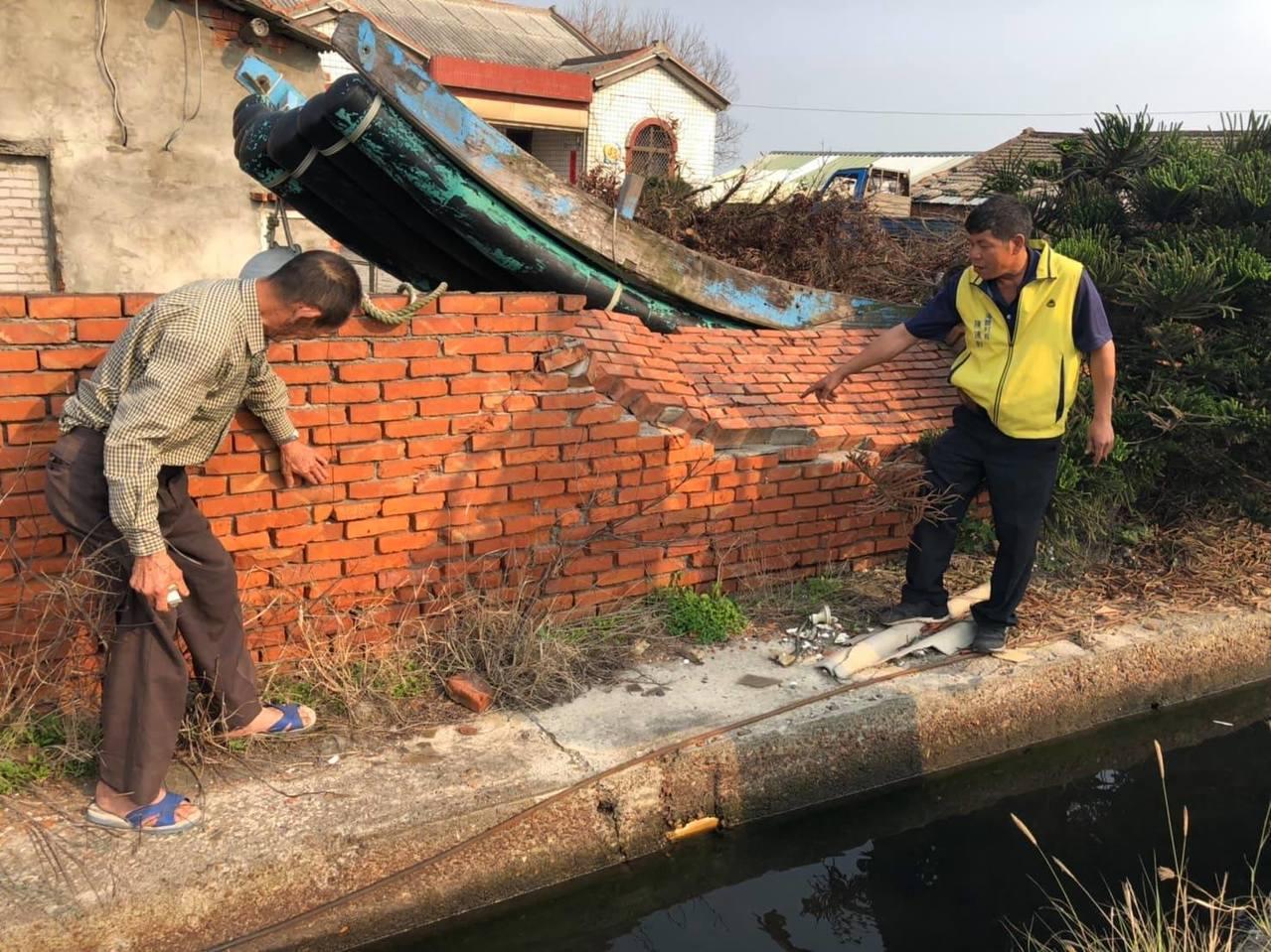 雲林麥寮鄉海豐村因氣爆導致社區矮牆位移、破裂。記者李京昇/攝影